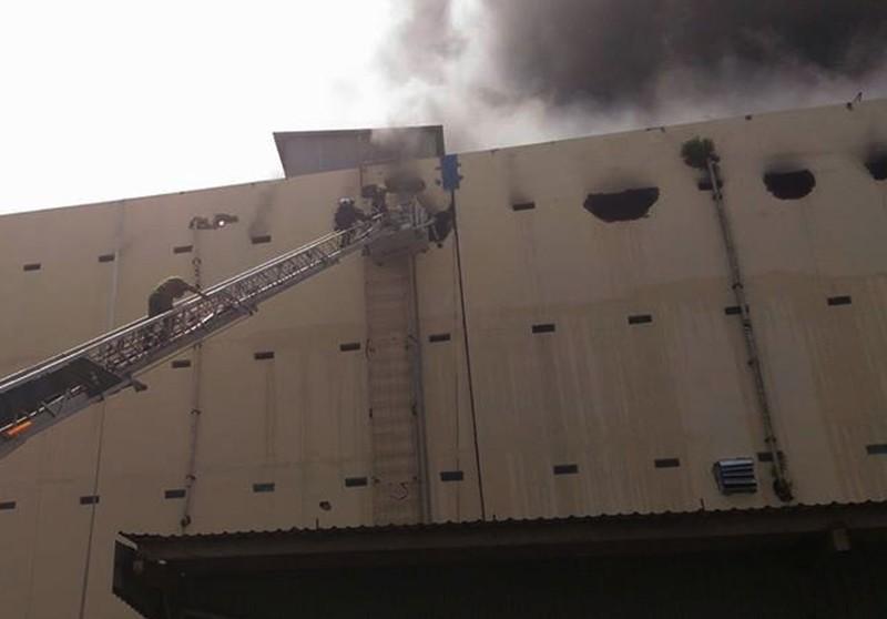 Cháy dữ dội, Cần Thơ xin Quân khu 9 chi viện - ảnh 10