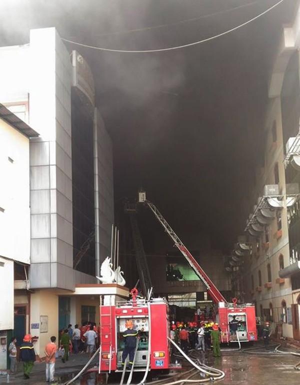 Cháy dữ dội, Cần Thơ xin Quân khu 9 chi viện - ảnh 15