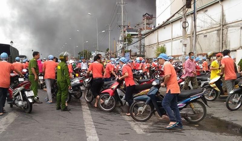 Cháy dữ dội, Cần Thơ xin Quân khu 9 chi viện - ảnh 6