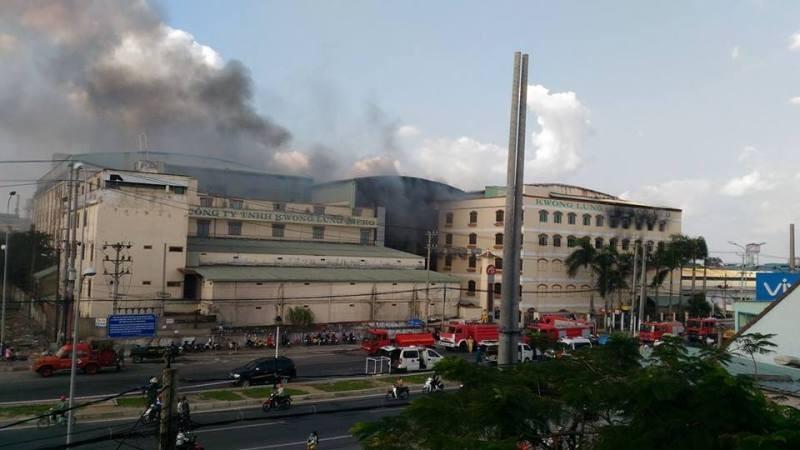 Cháy dữ dội, Cần Thơ xin Quân khu 9 chi viện - ảnh 14
