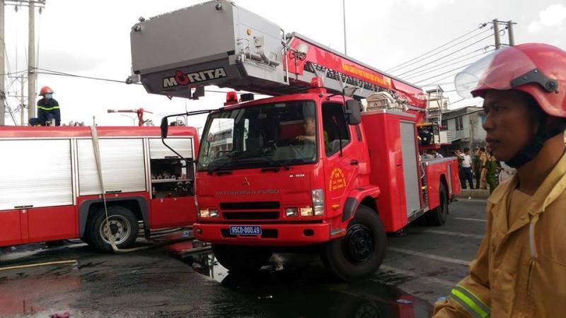 Cháy dữ dội, Cần Thơ xin Quân khu 9 chi viện - ảnh 13