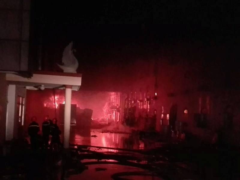 Đám cháy ở Cần Thơ bùng phát dữ dội trở lại - ảnh 13