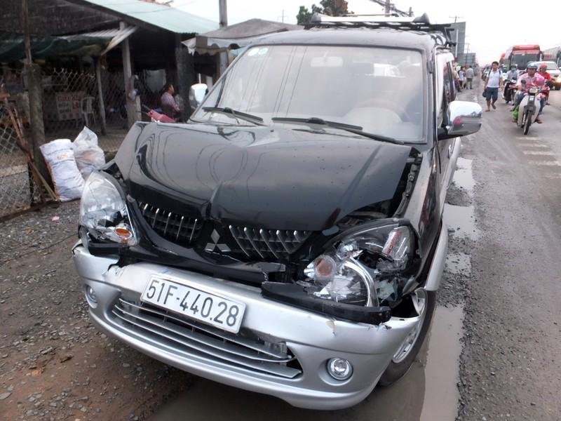 4 ô tô tông liên hoàn ở Tiền Giang - ảnh 1