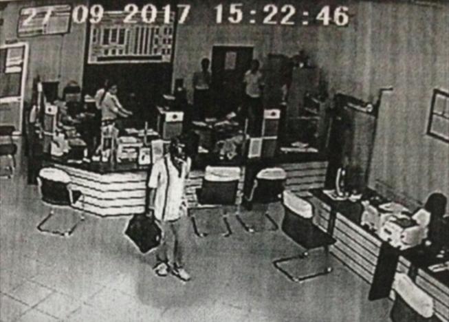 Nghi phạm cướp ngân hàng ở Vĩnh Long tự sát - ảnh 1