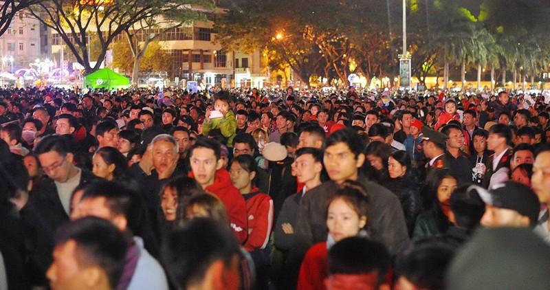Cả vạn người dự lễ đếm ngược đầu tiên ở Đắk Lắk - ảnh 1