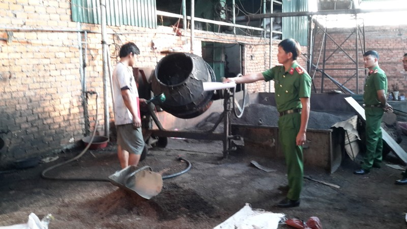 Gần 50 kg pin để nhuộm cà phê trong cơ sở nông sản