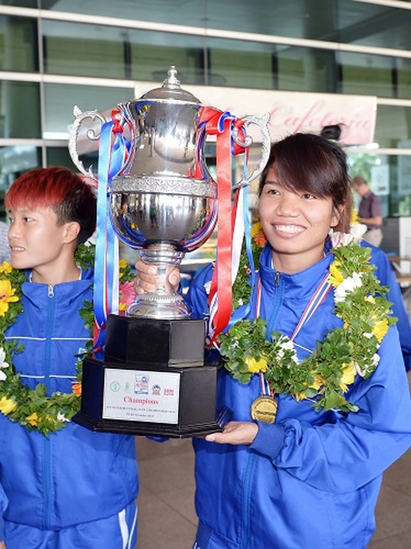 Thái Sơn Nam được thưởng xứng đáng với ngôi vô địch  - ảnh 1
