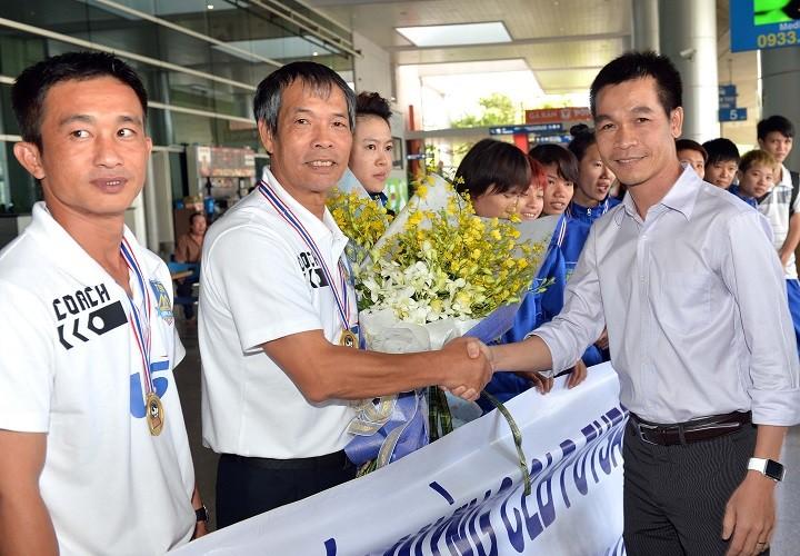 Thái Sơn Nam được thưởng xứng đáng với ngôi vô địch  - ảnh 4