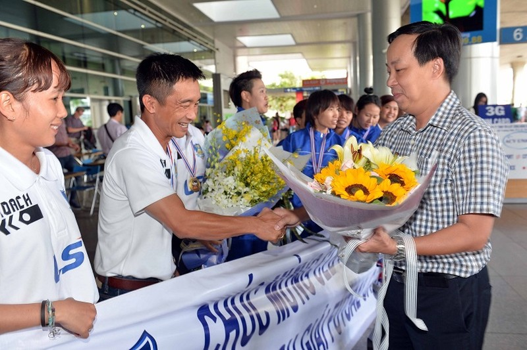 Thái Sơn Nam được thưởng xứng đáng với ngôi vô địch  - ảnh 3