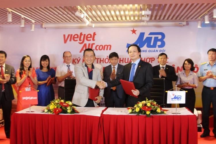 MB và VietJet ký thỏa thuận hợp tác nhiều lĩnh vực - ảnh 1