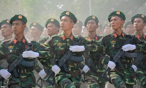 Quan doi Viet Nam dieu binh voi sung truong tu che tao