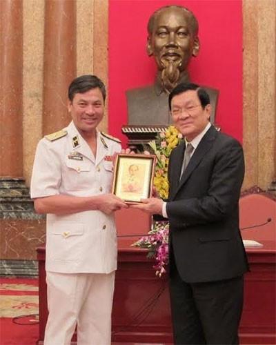 Chủ tịch nước giao nhiệm vụ cho Hải quân Việt Nam - ảnh 1