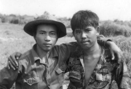 Hai người lính  - ảnh 1