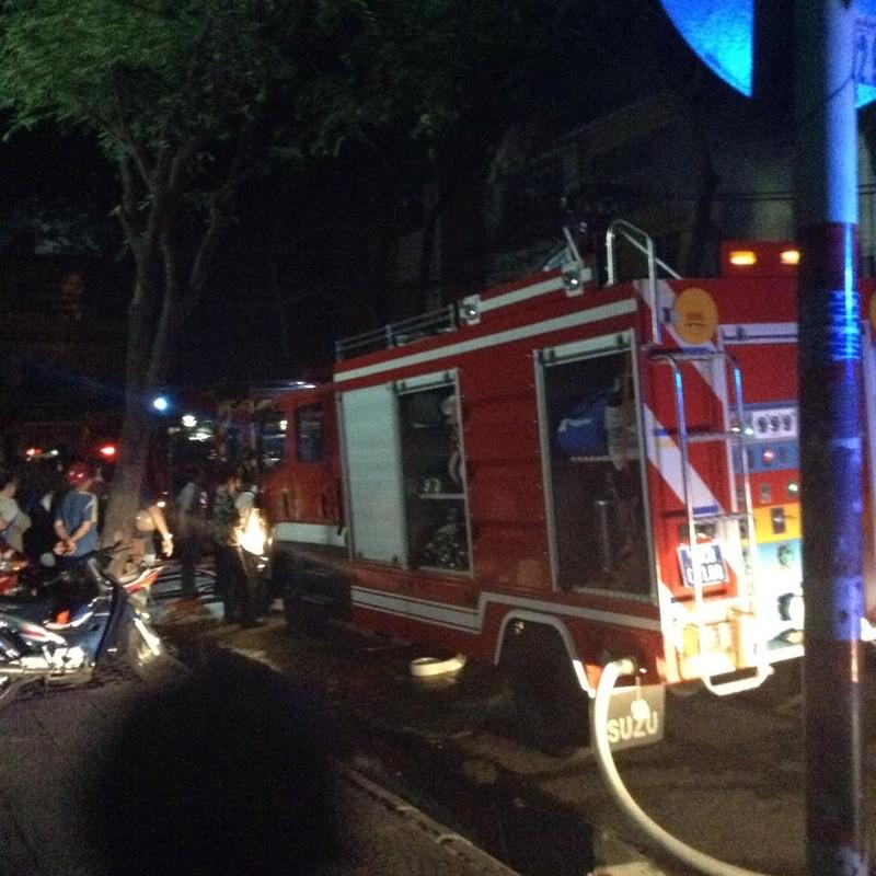 Bé gái 2 tuổi tử vong trong vụ cháy lớn ở cửa hàng điện tử quận 1 - ảnh 2