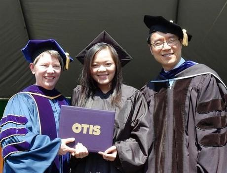 Nhi trong ngày tốt nghiệp ở Mỹ.