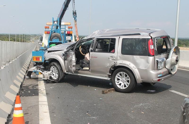 Gia đình nhà văn Gào gặp tai nạn nghiêm trọng trên cao tốc TP.HCM - Long Thành - ảnh 1