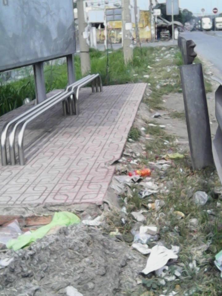 """Không có thùng rác, trạm xe buýt """"như bãi chiến trường"""" - ảnh 9"""