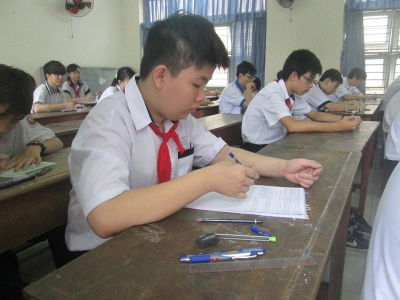 Chuyên Lê Hồng Phong  và THPT Gia Định giữ kỷ lục đăng ký NV1 vào lớp 10 - ảnh 1