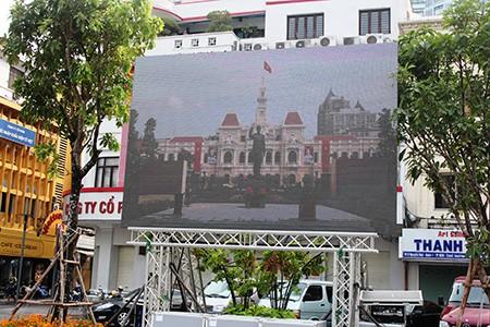 Người dân TP.HCM về xem tượng đài Bác Hồ  - ảnh 5