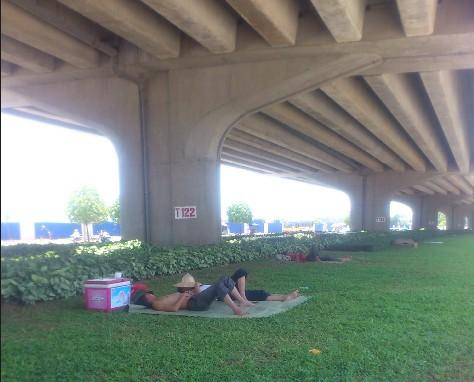 Người Hà Nội trốn nóng trong hầm đường bộ  - ảnh 2