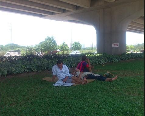 Người Hà Nội trốn nóng trong hầm đường bộ  - ảnh 3