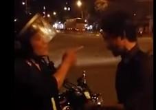 Người dân quay clip cảnh sát cơ động túm cổ áo dân  - ảnh 1
