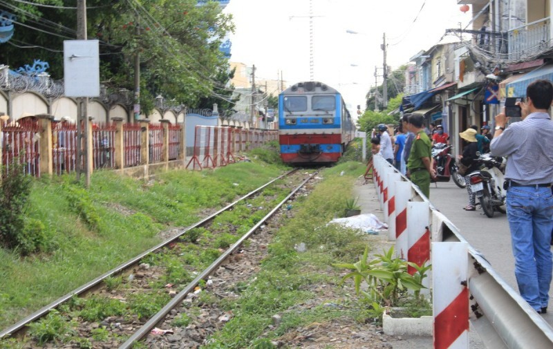 Tàu lửa tông chết người ở quận Phú Nhuận  - ảnh 1