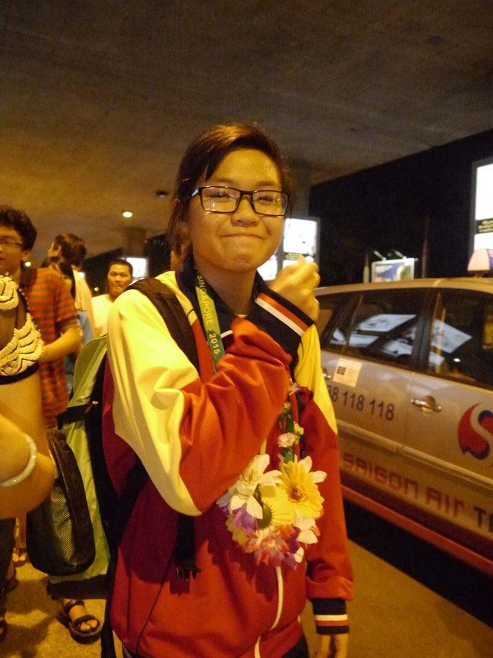 Người hâm mộ hân hoan chào đón Ánh Viên tại sân bay Tân Sơn Nhất - ảnh 6