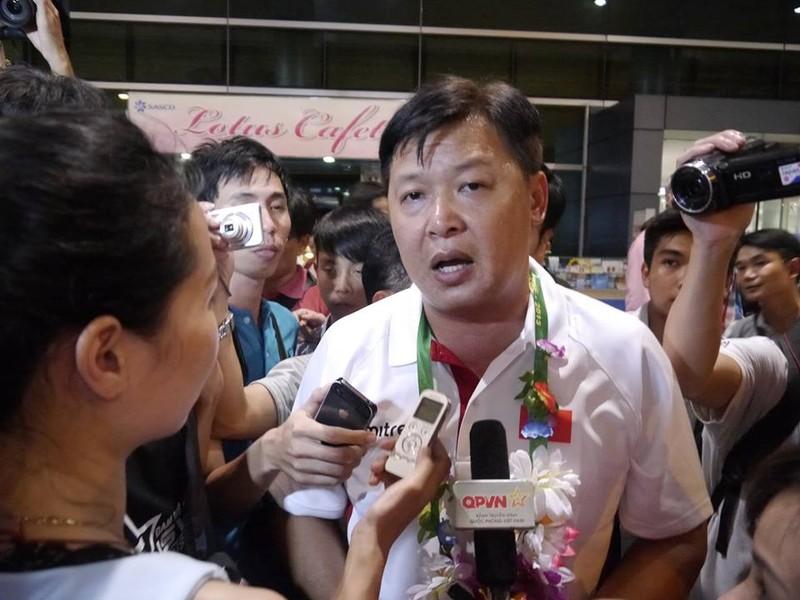 Người hâm mộ hân hoan chào đón Ánh Viên tại sân bay Tân Sơn Nhất - ảnh 7