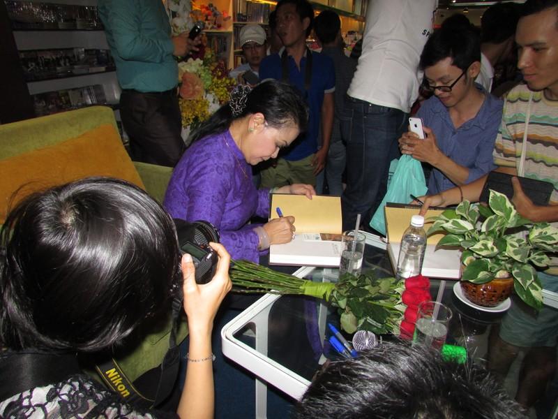 Khánh Ly: Tôi mồ côi cha sớm, tình cảm với Trịnh như cha con - ảnh 1