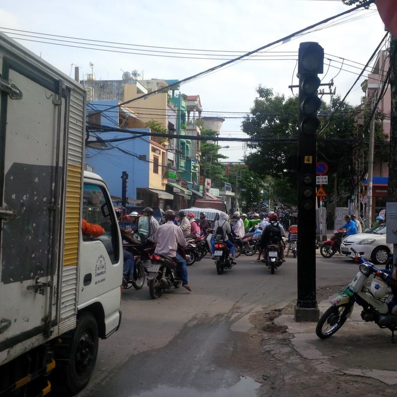 Đèn giao thông mất điện, giao thông tại quận 5 hỗn loạn - ảnh 1