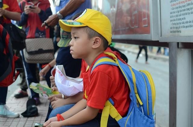 Chùm ảnh: Các bé 'quậy tưng' chợ Bến Thành - ảnh 17