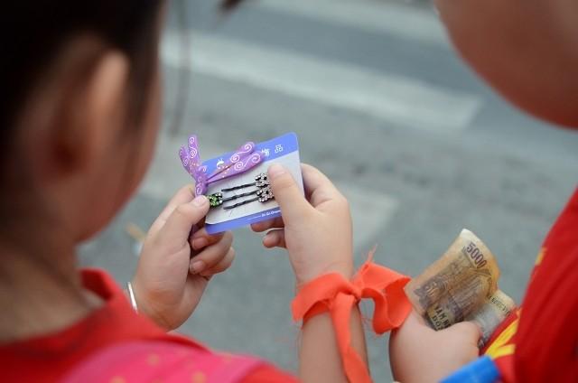 Chùm ảnh: Các bé 'quậy tưng' chợ Bến Thành - ảnh 18