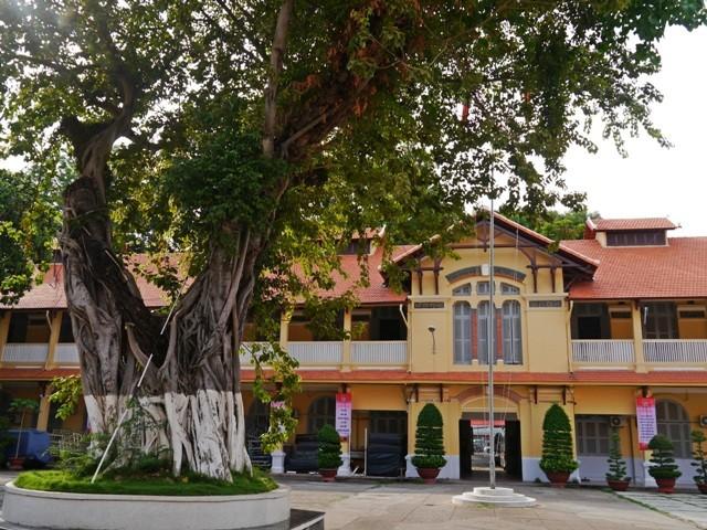 ĐH Sài Gòn - vẻ quyến rũ dịu dàng của ngôi trường trăm tuổi - ảnh 10