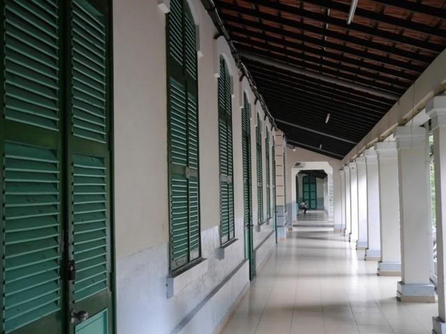 Độc đáo những ngôi trường trăm tuổi ở Sài Gòn - ảnh 1