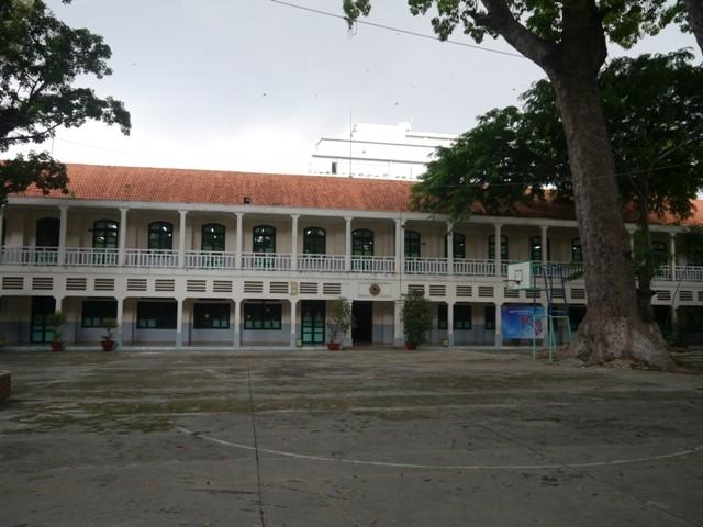 Độc đáo những ngôi trường trăm tuổi ở Sài Gòn - ảnh 5