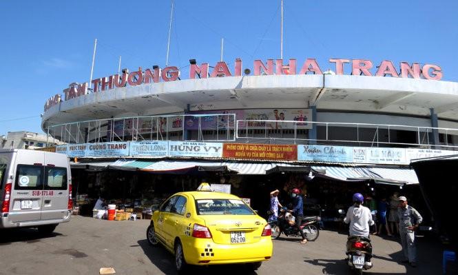 Theo chủ tịch UBND tỉnh Khánh Hòa, chợ Đầm tròn sẽ được giữ lại và cải tạo để tiểu thương tiếp tục kinh doanh bên cạnh chợ Đầm mới - Ảnh: Duy Thanh