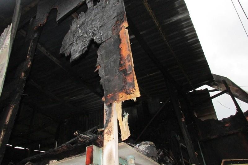 Lửa lớn cháy lan, 8 nhà trọ ở quận Bình Thạnh bị thiêu rụi - ảnh 2
