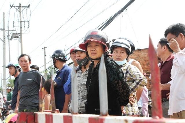 Người dân bỏ việc ra hiện trường theo dõi thực nghiệm vụ thảm sát ở Bình Phước  - ảnh 2