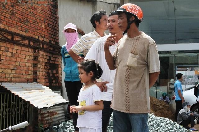 Người dân bỏ việc ra hiện trường theo dõi thực nghiệm vụ thảm sát ở Bình Phước  - ảnh 5