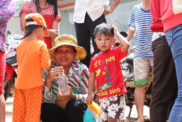 Người dân bỏ việc ra hiện trường theo dõi thực nghiệm vụ thảm sát ở Bình Phước  - ảnh 6