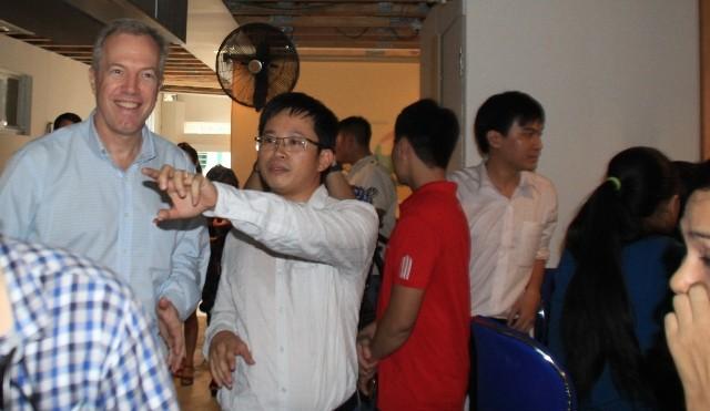 Đại sứ Hoa Kỳ thăm trẻ em có hoàn cảnh khó khăn tại Đà Nẵng - ảnh 1