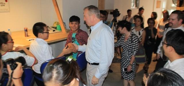 Đại sứ Hoa Kỳ thăm trẻ em có hoàn cảnh khó khăn tại Đà Nẵng - ảnh 2