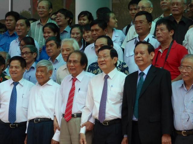 Chủ tịch nước Trương Tấn Sang: 'Cần xây dựng hệ con người phát triển toàn diện' - ảnh 2