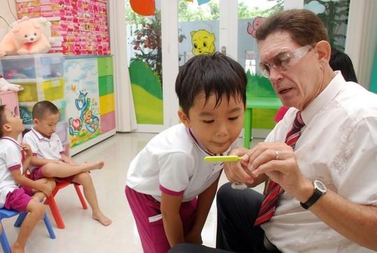 Một giờ học tiếng Anh trong trường mầm non tại TP HCM. (Ảnh: Tấn Thạnh)