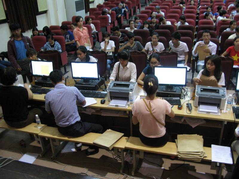 Bộ GD&ĐT cần bỏ 'điểm sàn' đại học  - ảnh 1