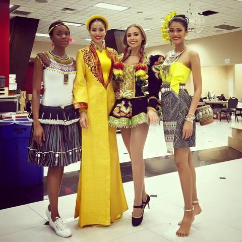 Nghe Phạm Hương hát Dạ cổ hoài lang tại cuộc thi Hoa hậu Hoàn vũ  - ảnh 2