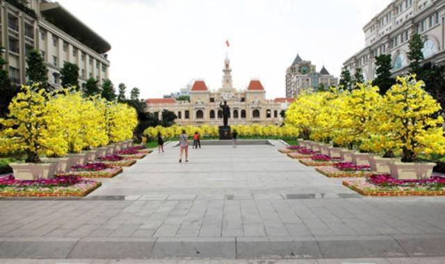 Đường hoa Tết Bình Thân 2016 về lại đường Nguyễn Huệ  - ảnh 1
