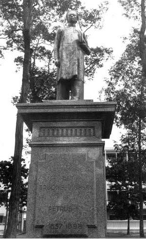 Tượng Petrus Trương Vĩnh Ký trước 1975 ở khu vực công viên Thống Nhất hiện nay- Ảnh tư liệu