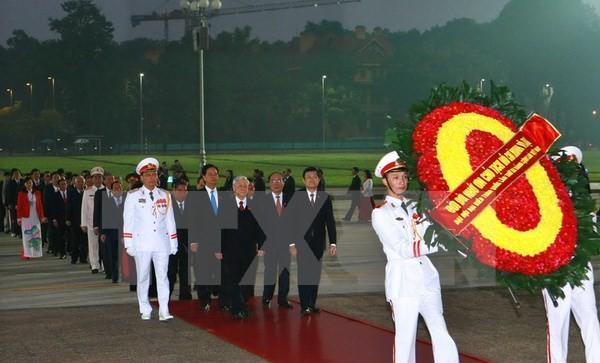 Đoàn đại biểu dự Đại hội Đảng lần thứ XII viếng lăng Bác  - ảnh 1